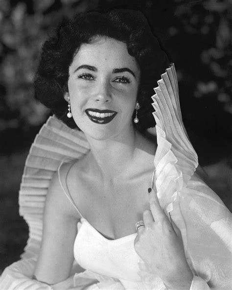 vintage elizabeth taylor elizabeth taylor beautiful vintage pose in white dress