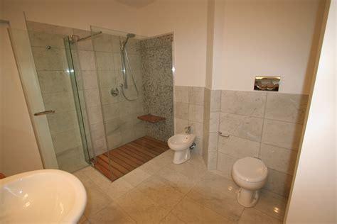 piatto doccia grande image bagno grande foto 4 vista servizi