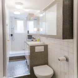 une salle de bain en longueur decoration carrelage