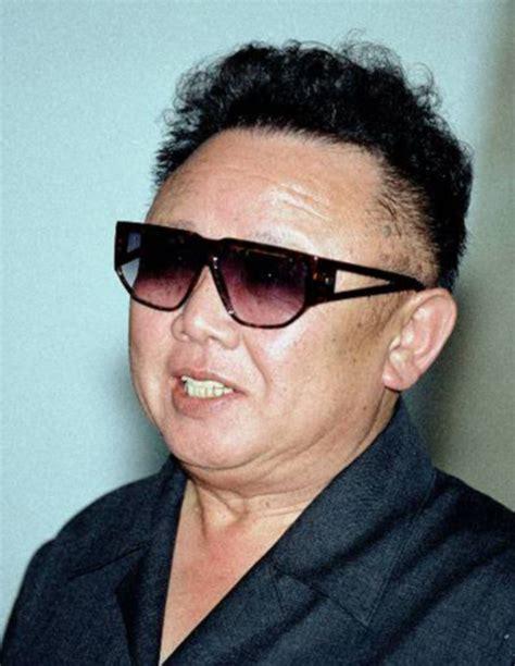 Jong Il jong il ese coreano peinado con alerta