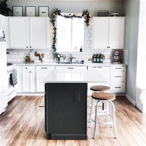 Best Benjamin Moore Paint Colors for Kitchens 2017