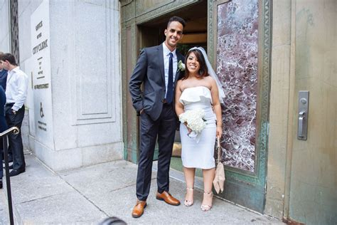 new york city wedding photos the who met at a yankees on their city