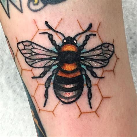 traditional bee tattoo design for sleeve