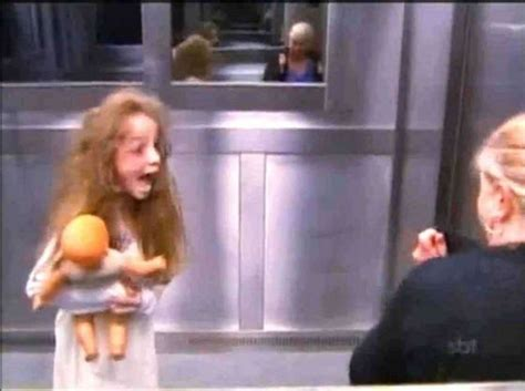 candid ascensore bambina fantasma in ascensore semina il terrore candid