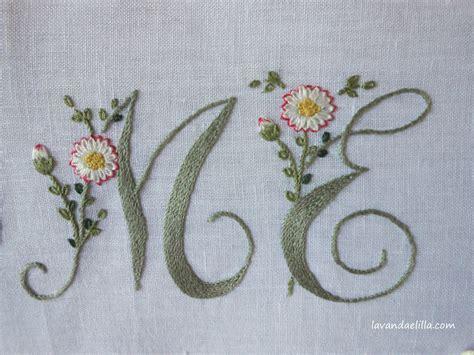 ricamo lettere lavanda e lill 224 come ricamare una lettera con margherite