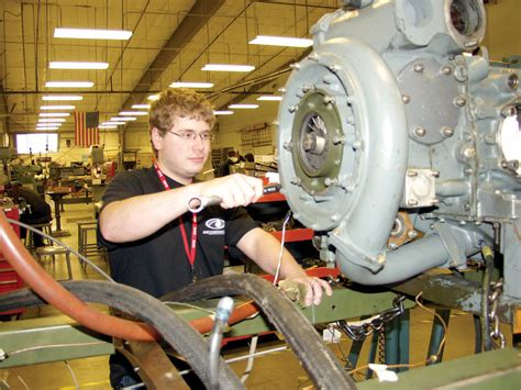 everett community college aviation maintenance technician program adds students technology pae