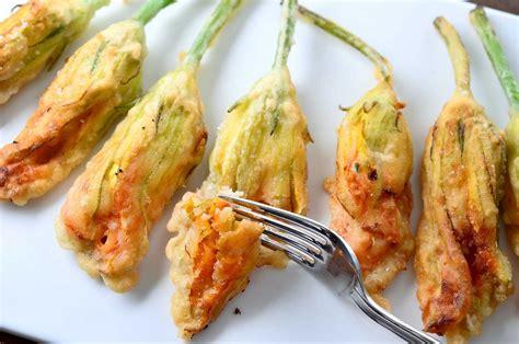 come cucinare fiori di zucchina come preparare i fiori di zucchina ripieni e fritti ihow it