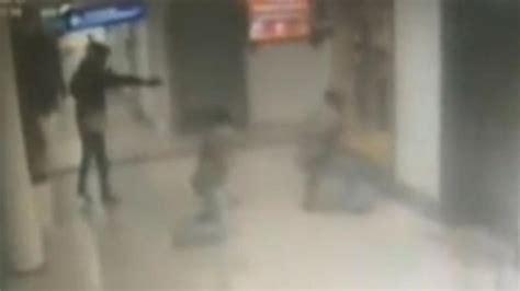 imágenes impactantes muerte de un ex policia impactantes im 225 genes de uno de los terroristas de estambul