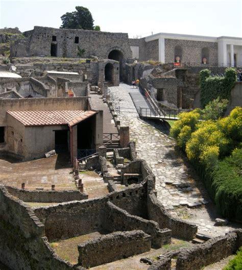 ingresso pompei scavi apertura ritardata per un summit dei sindacati