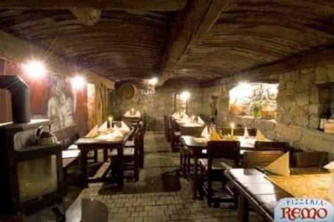 rustikaler speisesaal restaurant pizzeria remo mals im vinschgau restaurant