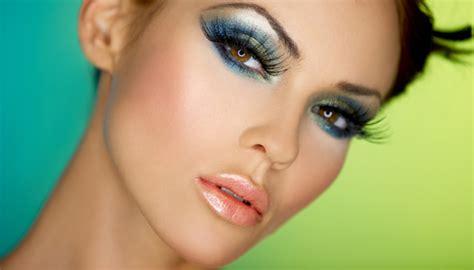 Make Up Di Mahmud آرایش زیاد جذاب تر است یا کم