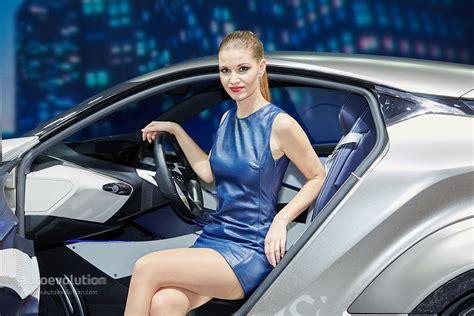 hot girls   geneva motor show  autoevolution