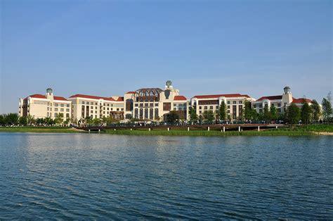 theme hotel wiki shanghai disneyland hotel wikipedia