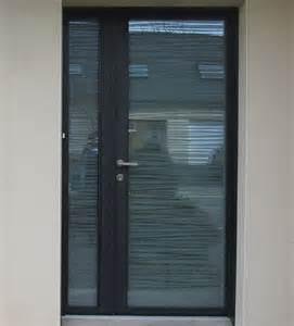 pose de porte d entr 233 e aluminium contemporaine et design