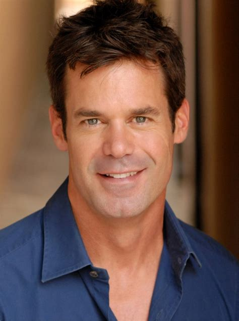 36 year old actors tuc watkins apologizes for describing modern family as