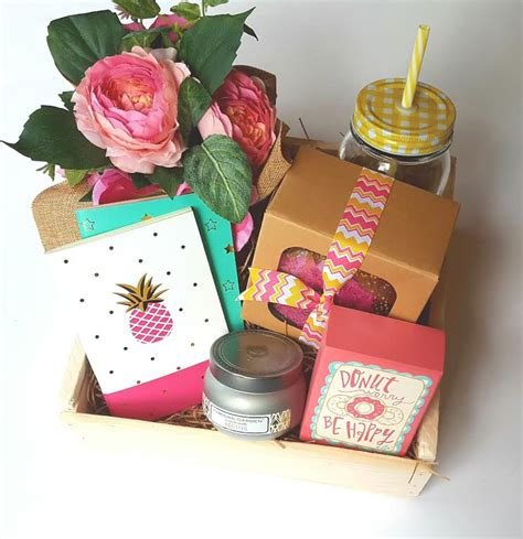 good gifts for administrative assistants day inspirations