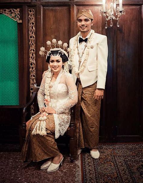 Baju Kebaya Modern By Ratu Budaya baju pengantin adat jawa pancarkan aura sakral bersahaja