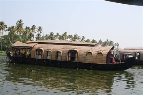 house boats in kumarakom panoramio photo of house boats at vembanatt lake