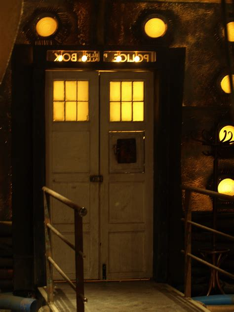 tardis bedroom door how does the doctor exit the tardis science fiction