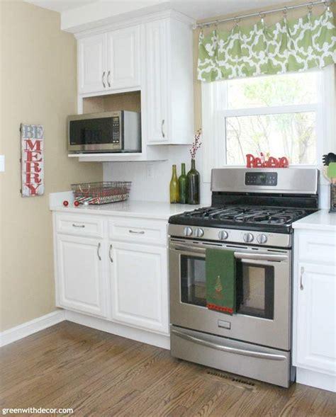 white cabinet kitchen ideas in christmas homeko kitchen 10 easy christmas decorating ideas in the kitchen