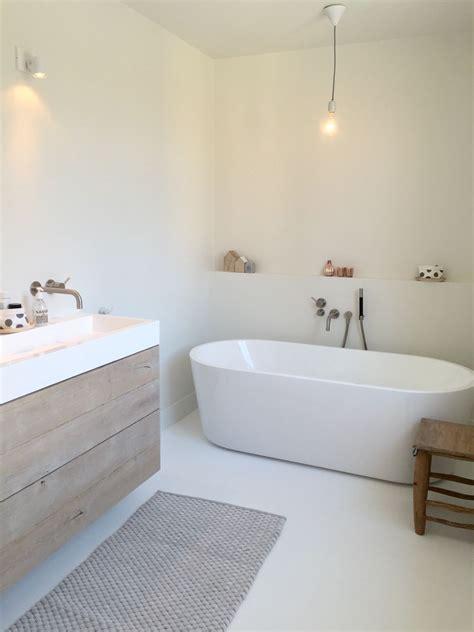 minimalistisch hout interieur badkamer inspiratie minimalistische badkamer met warme