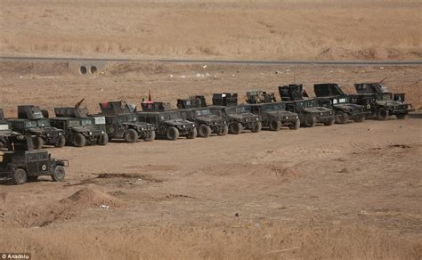 siege cr馘it agricole iraqi troops mass outside held mosul before critical