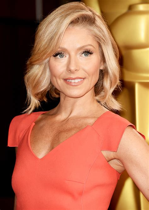 how does kelly ripa get her wavy hair kelly ripa debuts new pink hair after revealing she always