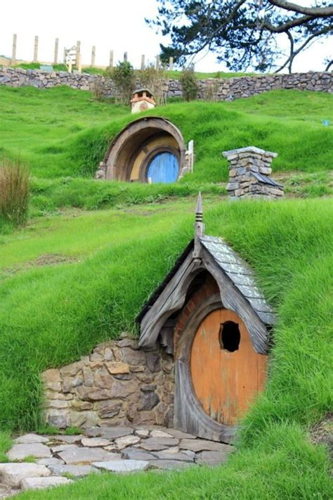 hobbit hole house 25 best ideas about hobbit houses on pinterest hobbit