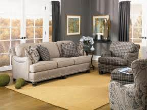 smith brothers furniture smith brothers living room three cushion sofa 388 10