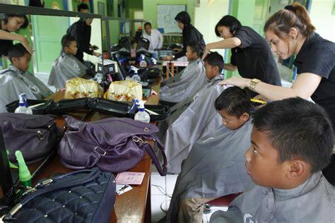 Kursi Potong Rambut Anak potong rambut anak di kiddie cuts pancakes time