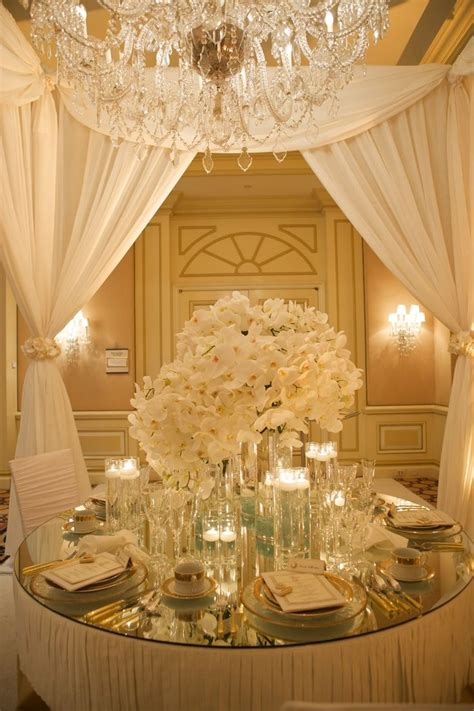 top 35 summer wedding table d 233 cor ideas to impress your guests gold and white wedding table settings gold rim plates