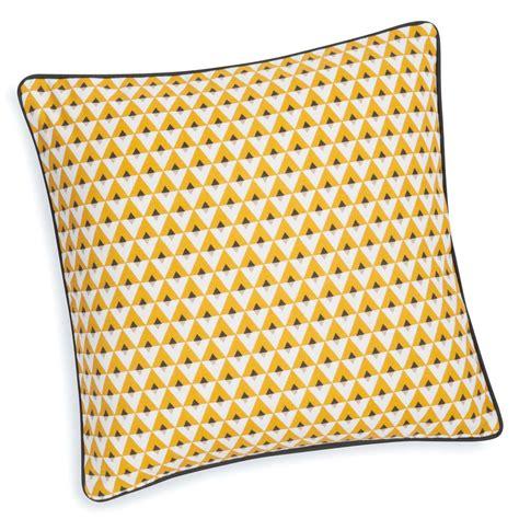housse coussin jaune housse de coussin en coton jaune 40 x 40 cm maisons du monde