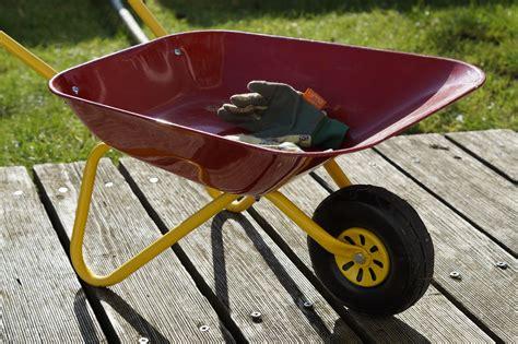 images gratuites pelouse roue chariot outil vehicule