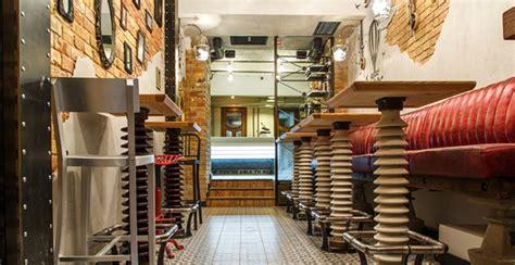 arredamento riciclo riciclo e arredamento gli interni bar da oggetti
