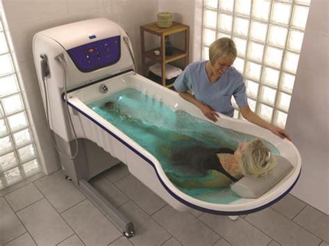 baignoire arjo utilisation des baignoires rhapsody