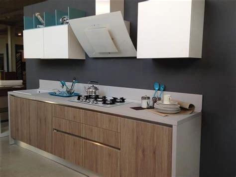 Dechito Bianco By Gprov High End Mod cucina creo kitchens modello ank in finitura rovere corteccia per le basi e bianco opaco per