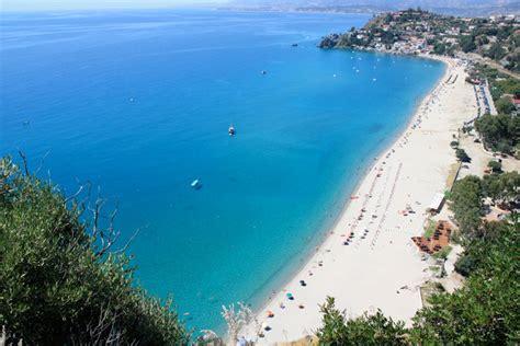 spiaggia caminia calabria dal tirreno allo ionio ecco le 10 spiagge pi 249 della