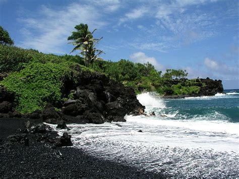 black sand beach maui file black sand beach near hana maui jpg wikimedia commons