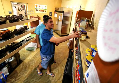 Food Pantries In Orlando by Ucf Food Pantry Sees Big Jump In Need From Students