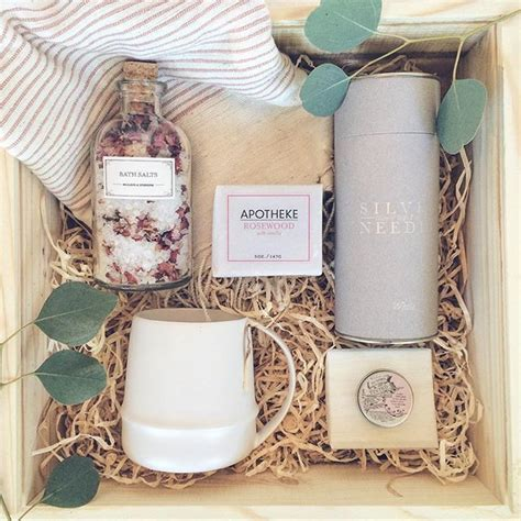 gift box ideas 25 best ideas about hers on gift hers