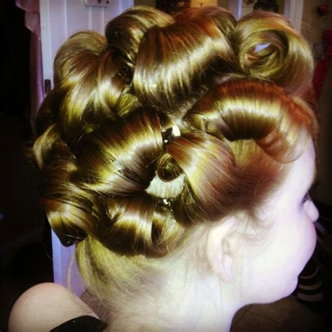 roll and set hairstyles 16 best vintage hair setting patterns images on pinterest