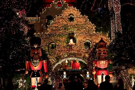 century 21 gold mission inn festival of lights in