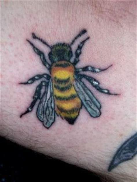cartoon bumble bee tattoo nice bumble bee tattoo