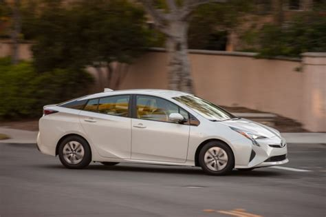 pirus no 2 2016 toyota prius most fuel efficient car without a