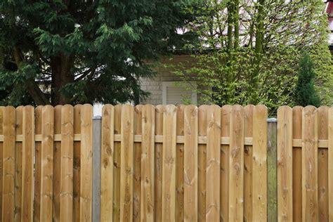 Richtiges Lackieren Von Holz by Gartenzaun Holz Neu Streichen Bvrao