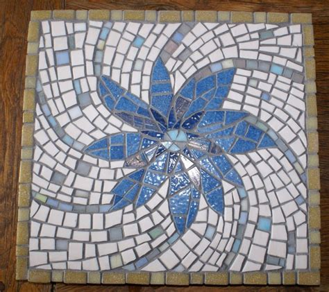 round mosaic pattern ideas 17 best images about mosaic hearts on pinterest mosaic
