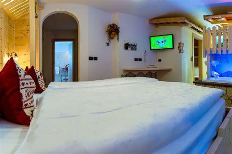 hotel con vasca idromassaggio in trentino hotel con suite e camere a tema val di fassa hotel la grotta
