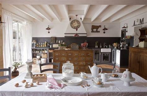 cuisine style romantique am 233 nagement de cuisine galerie photos de dossier 92 380
