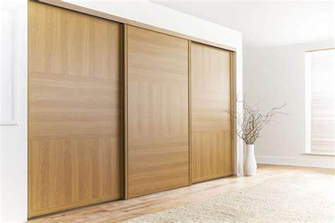 Wood Sliding Closet Doors For Bedrooms Oak Wooden Sliding Doors For Simple Bedroom Decorating Ideas With Colored Rug Lestnic
