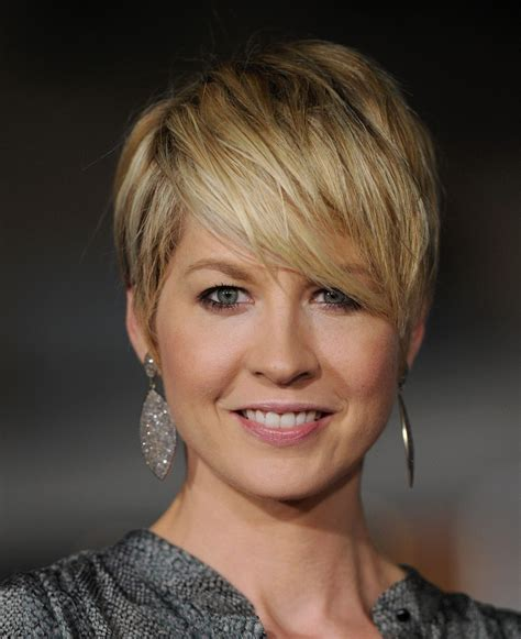 does jenna elfmans hair look better long or short jenna elfman dangling diamond earrings jenna elfman